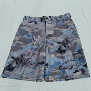 UA HeatGear Camo Cargo Shorts - XL Loose